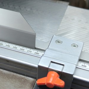 Corte mano de Perfil de Aluminio y difusor PVC